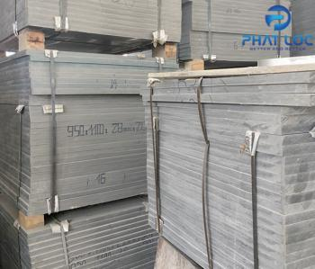 Tấm pallet nhựa trong sản xuất gạch không nung
