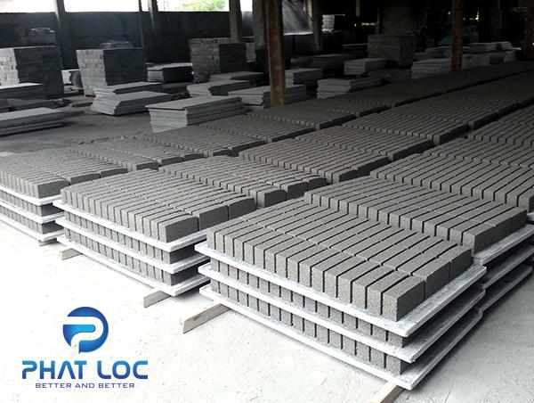 Pallet nhựa PVC dùng sản xuất gạch không nung