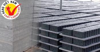 Compare Pallet Pallet PVC with bamboo, wood